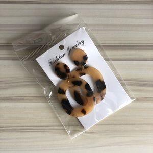Jewelry - Lightweight tortoise shell Statement Earrings